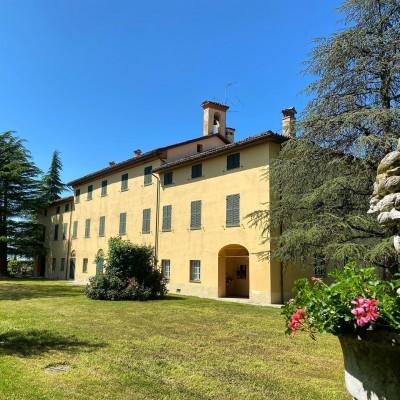 Thumbnail A lake surrounded by vineyards - Tenuta La Marchesa trekking wine tour