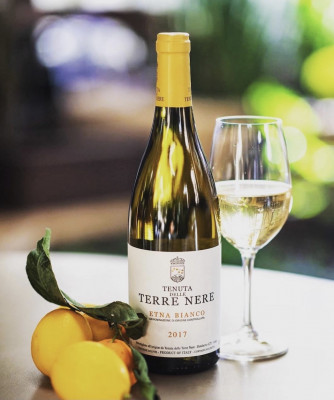 Thumbnail Discovering white wines of Tenuta delle Terre Nere winery