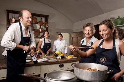 Thumbnail Lezione di cucina con Tour della Cantina e Degustazione a Villa Le Corti